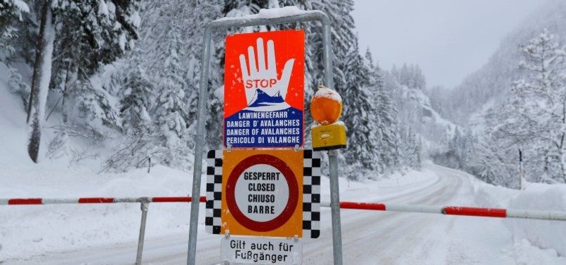 AVALANCHE IN AUSTRIAN SKI RESORT KILLS 3 GERMAN SKIERS