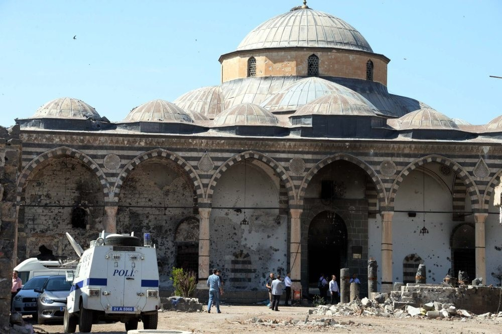 Fatih Pau015fa (Kuru015funlu) Mosque in Diyarbaku0131r is among the places undergoing restoration after the PKK attacks that left bullet holes on Ottoman-era mosque's walls.