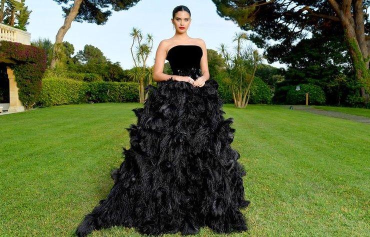 Natalia Vodianova'dan Elle Fanning'e, Güney Fransa'da dünyaca ünlü yıldızlar geçidi yaşandı. 2019 Cannes Film Festivali kapsamında şehre akın eden ünlülerin en iyi moda anlarını derledik.