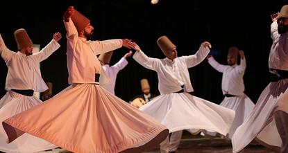 لبت مجموعة من ذوي الاحتياجات الخاصة في تركيا نداء المتصوف جلال الدين الرومي المعروف بمولانا