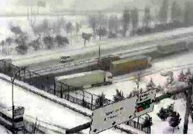 Kayan TIR, TEM'in İstanbul yönünü ulaşıma kapattı