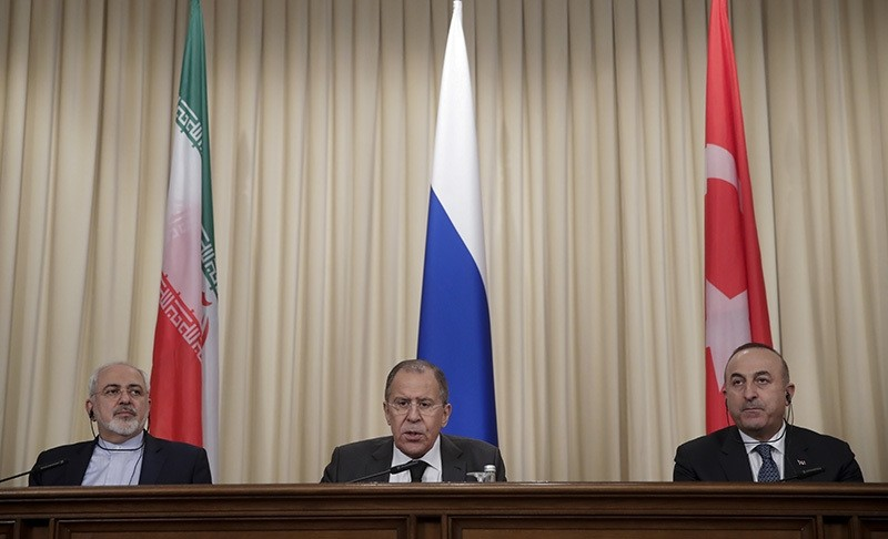Iranian FM Zarif, left, Russian FM Lavrov, center, and Turkey's FM u00c7avuu015fou011flu, join news conference after their talks in Moscow, Russia, Tuesday, Dec. 20, 2016 (AP Photo)