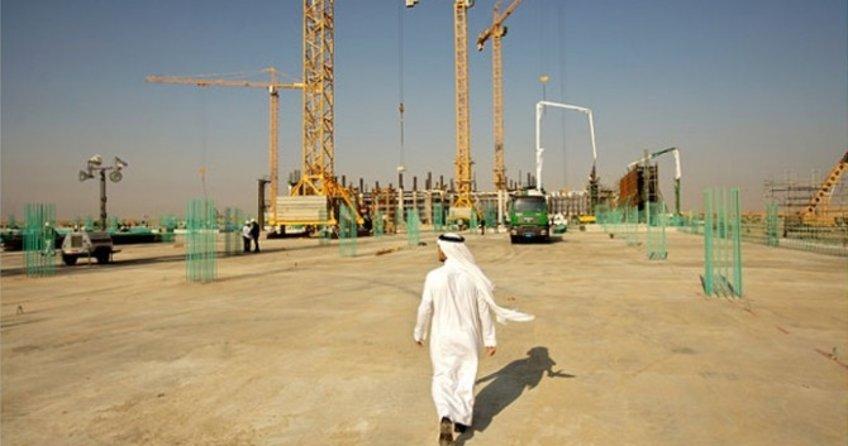 Gelirleri azalan Suudi Arabistan'da 266,6 milyar dolarlık projeler durduruldu