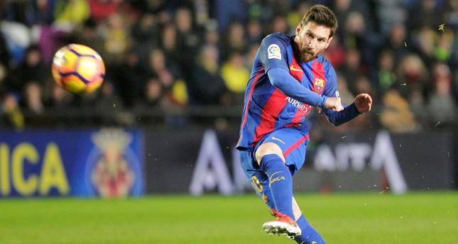 Barcelona sacks director Gratacos after Messi remarks