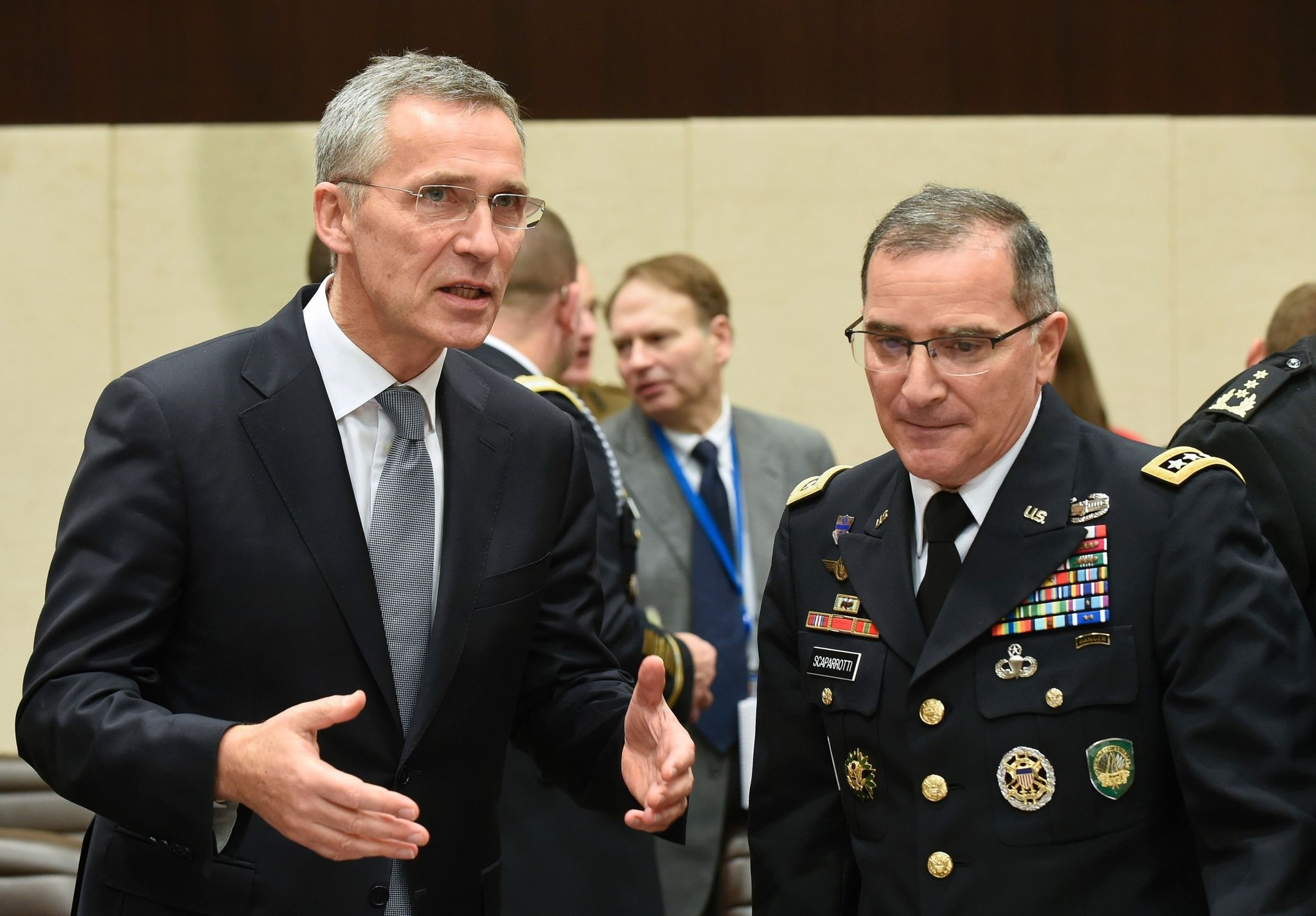 NATO Secretary-General Jens Stoltenberg (L) talks with Supreme Allied Commander Europe of NATO Allied Command Operations Curtis M. Scaparrotti (R) (AFP Photo)