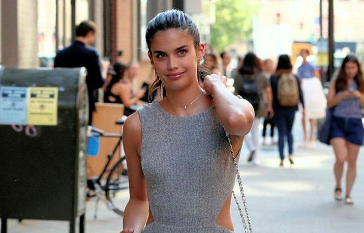 Portekizli model Sara Sampaio, sosyal medya hesabından yöneltilen soruları yanıtladı.