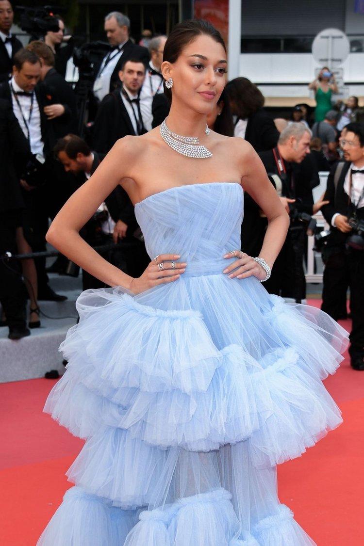 Dilan Çiçek Deniz Cannes'da servet taşıdı