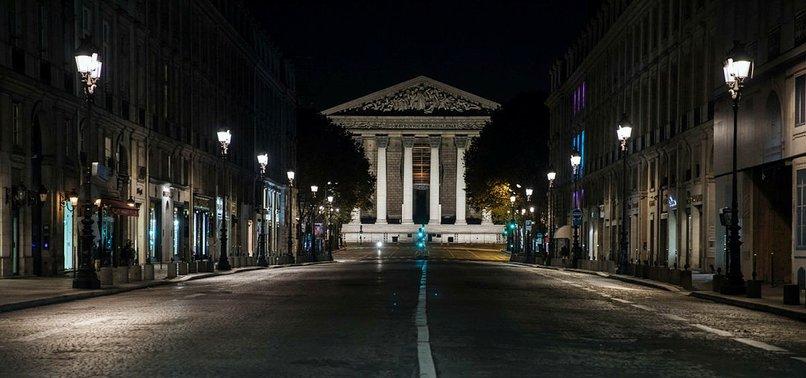 FRANCES VIRUS CURFEW LEAVES PARIS STREETS EMPTY