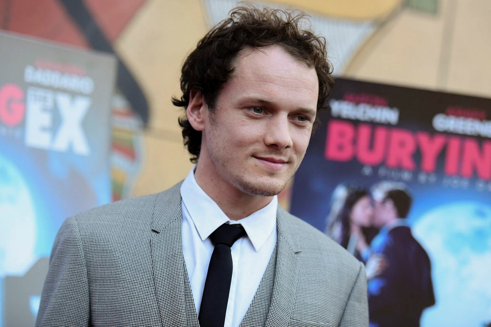 Anton Yelchin arrives at a special screening of ,Burying the Ex, held at Grauman's Egyptian Theatre in Los Angeles. (AP PHOTO)