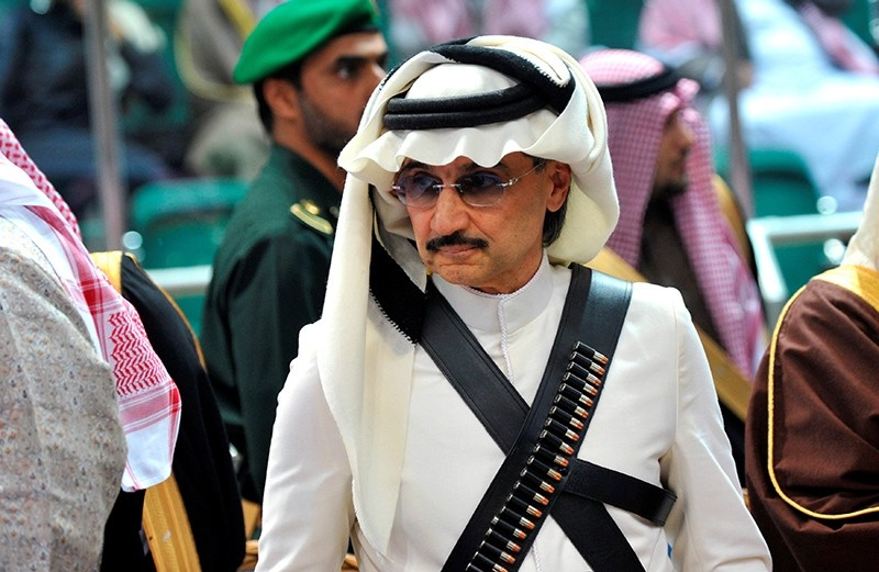 Prince Alwaleed bin Talal attends the traditional Saudi dance known as 'Arda', which was performed during Janadriya culture festival at Der'iya in Riyadh February 18, 2014 (Reuters Photo)