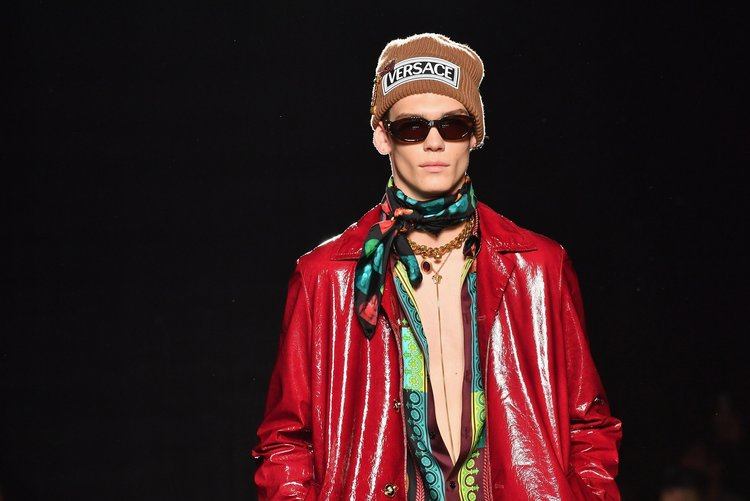Versace Pre-Fall 2019'un öne çıkan erkek tasarımları