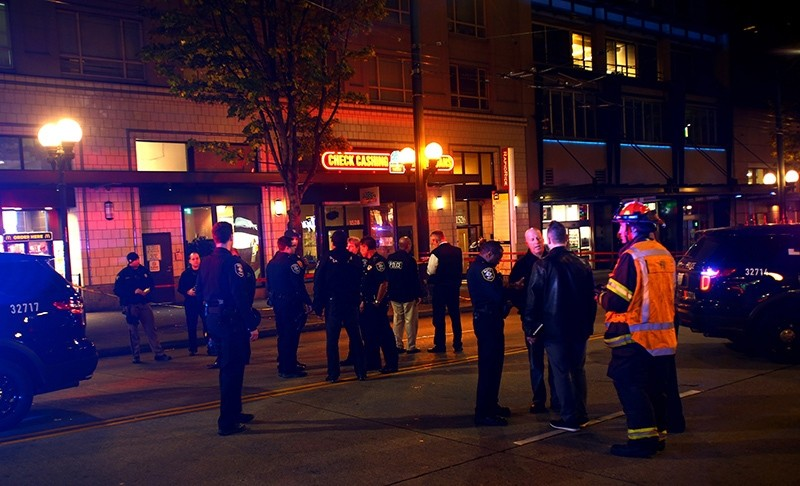 olice respond after five people were shot and wounded outside a 7-Eleven store near Pine Street and Third Avenue on November 9, 2016 (AFP Photo)