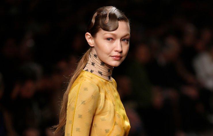 Karl Lagerfeld'in Fendi için hazırladığı son koleksiyon Sonbahar/Kış 2019, Milano'da tanıtıldı.