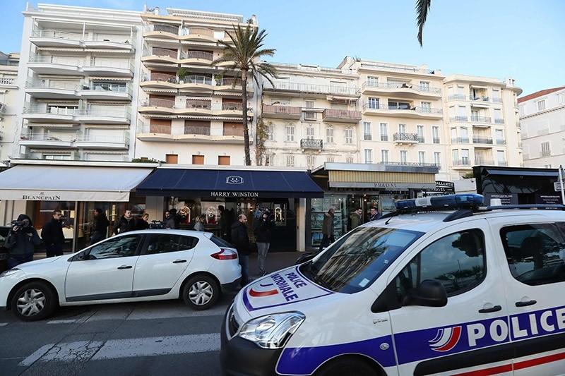 A police car drives past the Harry Winston jewelry shop in Cannes, southern France, on Jan. 18, 2017, a few hours after a robbery took place. (AFP Photo)