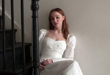 Phoebe Dynevor, Self-Portrait'in Yüzü Oldu