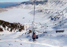 Akdeniz'in kayak merkezinde kar bereketi