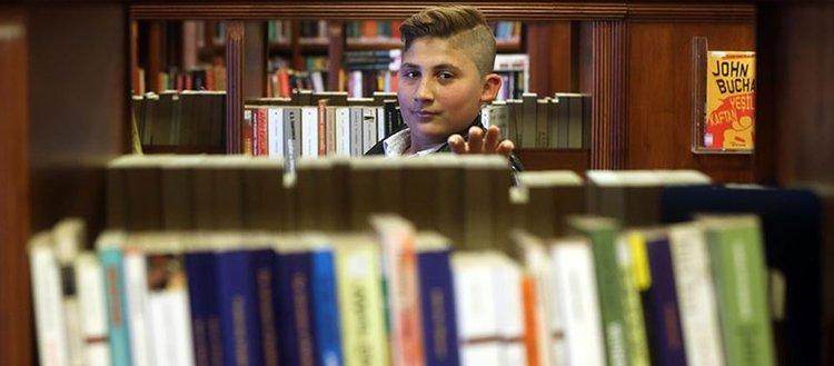 Suriyeli küçük kitap kurdu 'Sıradışı Okur' ödülünü kazandı