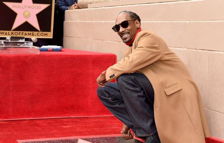 Hollywood'daki Şöhretler Kaldırımı'nda yeni yıldızın sahibi rap şarkıcısı Snoop Dogg, etkileyici bir konuşma gerçekleştirdi.