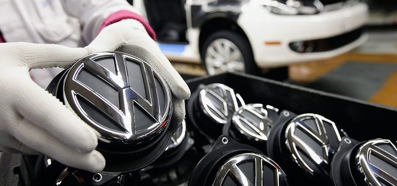 VOLKSWAGEN HASNT HALTED INVESTMENT IN TURKEY, OFFICIAL SAYS