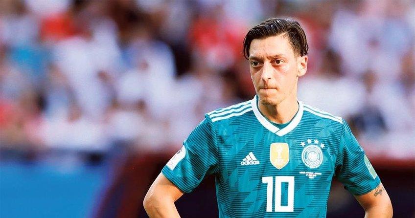 Mesut Özil'e profesör desteği