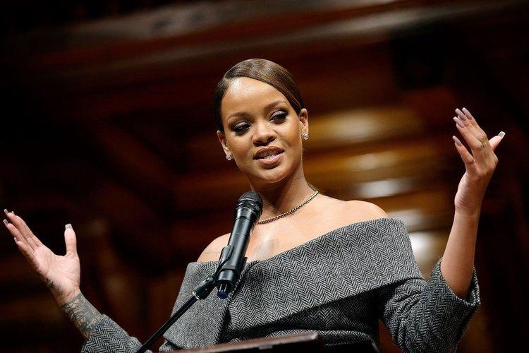 Yılın en yardımsever insanı Rihanna