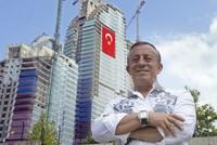 تصدر رجل الأعمال التركي، علي آغا أوغلو، غلاف مجلة