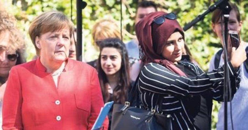 Türk kızıyla selfie hatırası