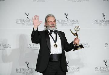 Haluk Bilginer, 47. Uluslararası Emmy Ödüllerinde en iyi erkek oyuncu seçildi