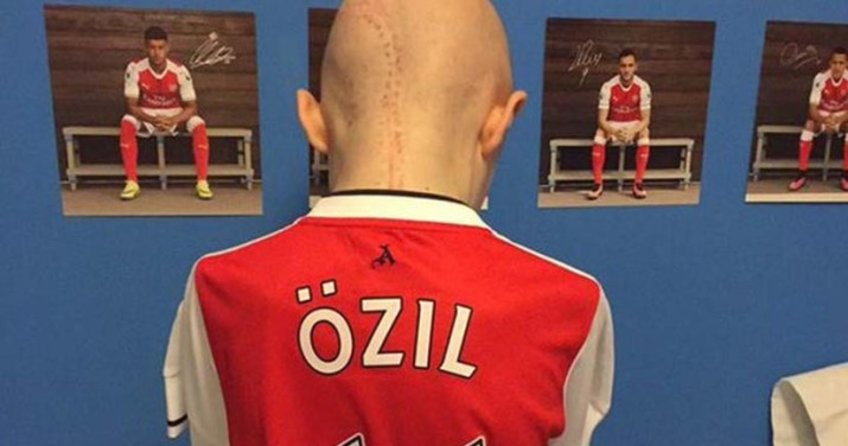 Mesut Özil'den büyük incelik