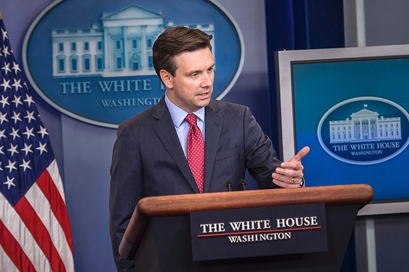 White House spokesperson Josh Earnest speaks during a press briefing at the White House July 15, 2016 in Washington, DC. (AFP Photo)
