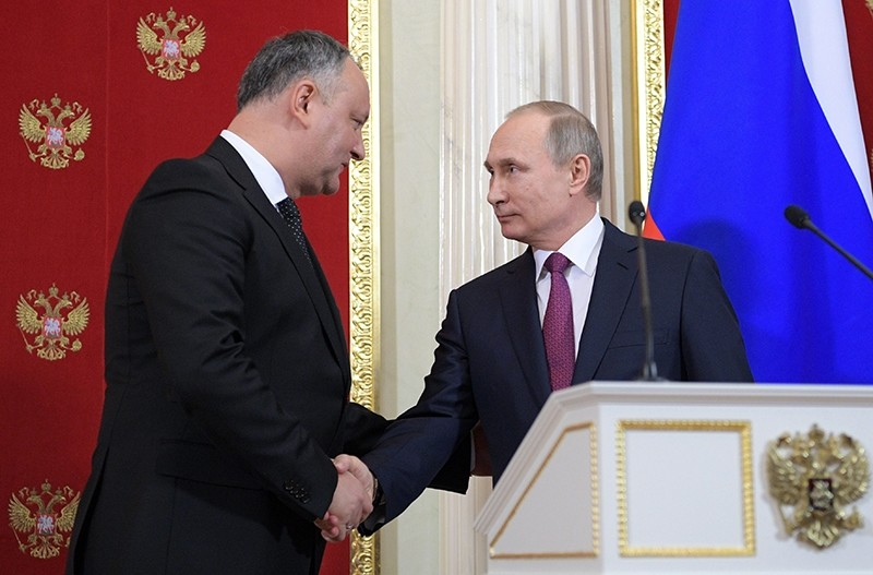 Russian President Vladimir Putin (R) shakes hands with Moldovan President Igor Dodon (L) during a joint press conference at the Kremlin in Moscow (EPA Photo)