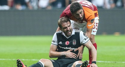 pThe first derby of the season in Turkey's top football division, Spor Toto Super Lig, between Beşiktaş and Galatasaray ended in a 2-2 draw in Istanbul late Saturday./p  pVisitors Galatasaray...