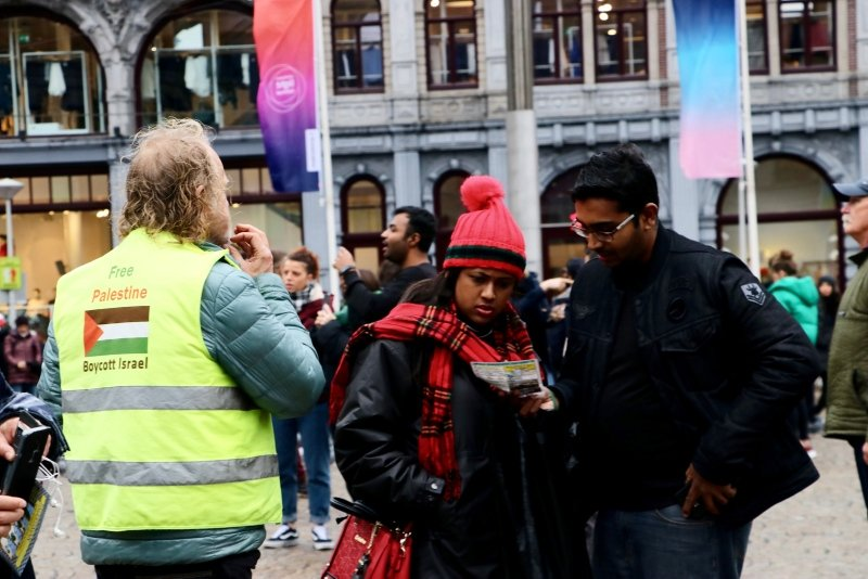DUTCH ACTIVIST STAGES SOLITARY PROTEST AGAINST ISRAELI PERSECUTION
