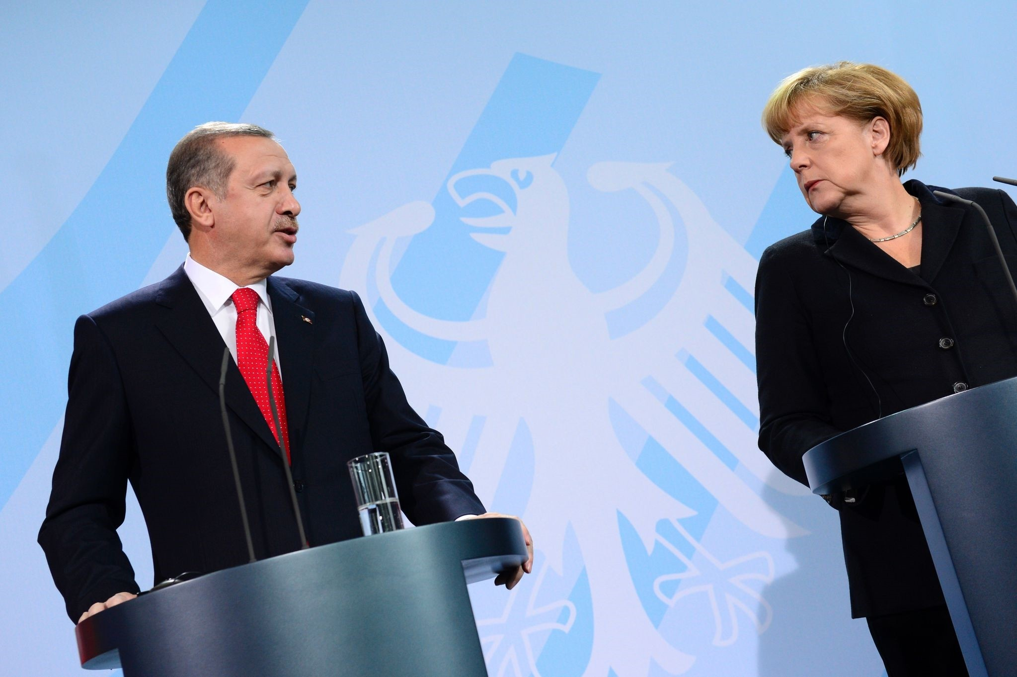 President Recep Tayyip Erdou011fan (L) and German Chancellor Angela Merkel - File Photo (AFP)