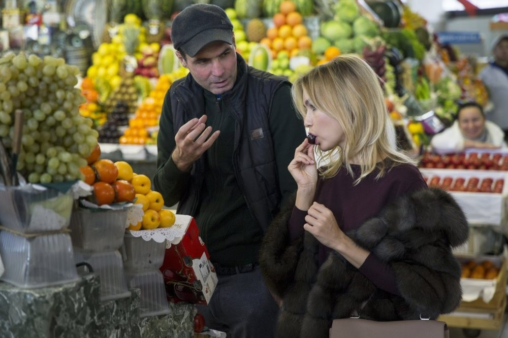 A woman tastes a cherry at a food market in Moscow. Russian sanctions on Turkish food imports appear not to have harmed Turkey.