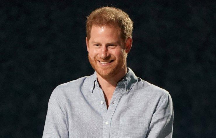 Eşi Meghan Markle ile birlikte kraliyet görevlerini bırakan Prens Harry, anılarını kitap haline getirecek. Kitap için yayıneviyle anlaşan Harry, 'doğduğu prens olarak' değil, 'dönüştüğü kişi olarak' anılarını kaleme alacağını söyledi.