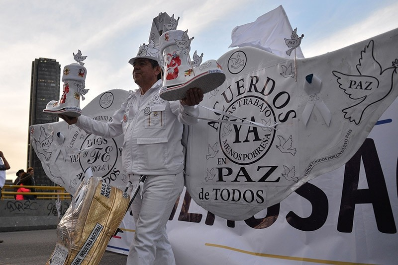 People march for peace in Bogota, on Nov. 15, 2016, after the Colombian government and the Marxist FARC rebels signed a new and revised peace deal to end 52 years of civil war. (AFP Photo)