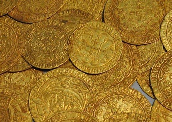 Fransada yıkılacak evde 600 altın para bulundu