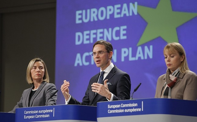 (L-R) EU High Rep. for Foreign Affairs Federica Mogherini, Commissioner of Jobs, Growth, Investment and Competitiveness Jyrki Katainen and Commissioner of Internal Market, Industry, Elzbieta Bienkowska give a press conference. (EPA Photo)