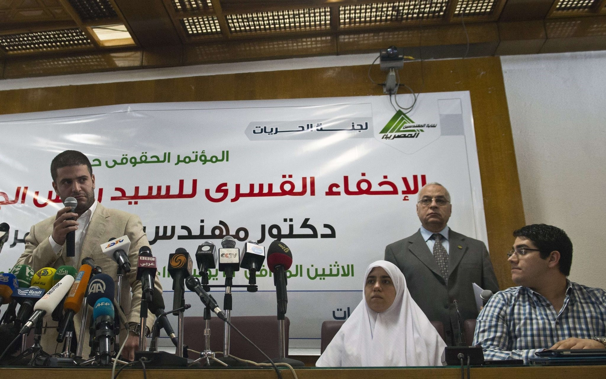 Osama (L), Shaimaa (C) and Abdulah (R) Mohamed Morsi, the sons and daughter of Egypt's ousted president Mohamed Morsi give a press conference in Cairo on July 22, 2013. (AFP Photo)