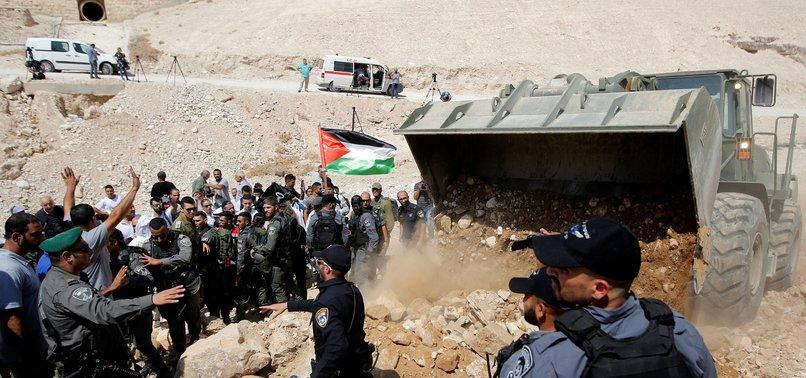 ISRAEL SHUTS ROADS TO BEDOUIN VILLAGE FACING DEMOLITION