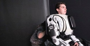 Robot shown on Russian TV was man in costume