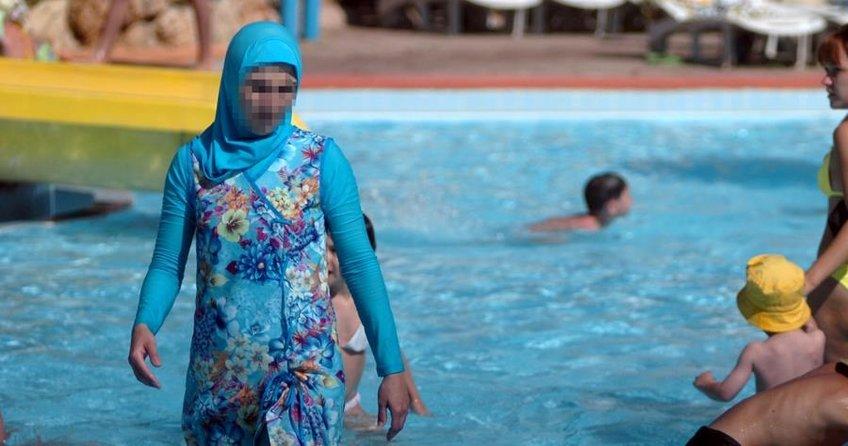 İtalyada haşema giyen kadın havuzdan çıkarıldı
