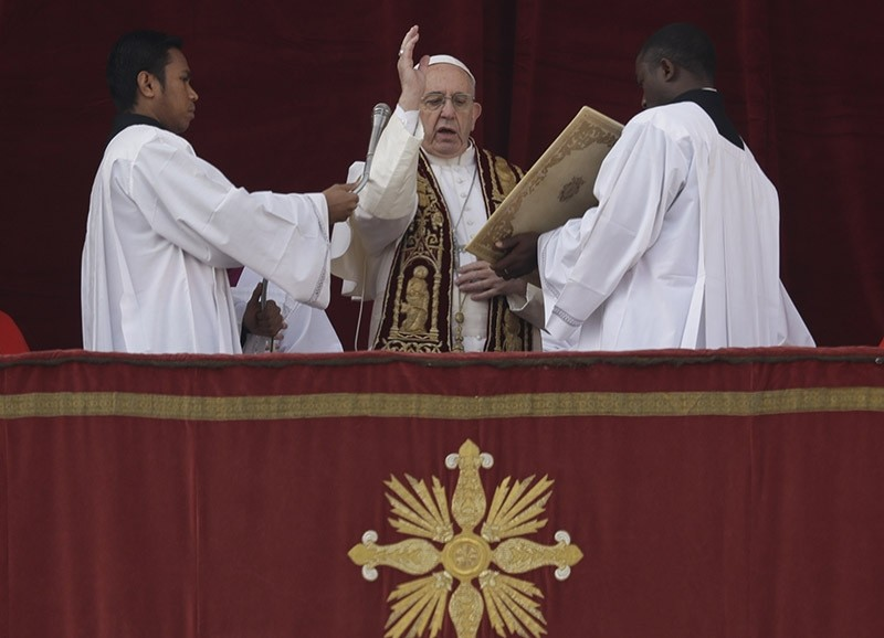 Pope Francis delivers the Urbi et Orbi (Latin for ' to the city and to the world' ) Christmas' day blessing from the main balcony of St. Peter's Basilica at the Vatican, Sunday, Dec. 25, 2016. (AP Photo)