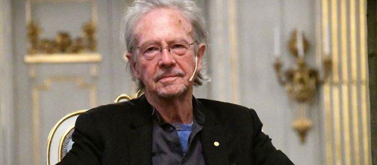 Akademisyen ve gazeteciler Nobel Edebiyat Ödülü'nün Handke'den geri alınmasını istedi