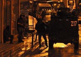 Okmeydanı ve Gazi Mahallesi'nde eş zamanlı operasyon