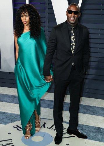 Idris Elba'dan haber var!