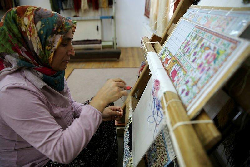 Cappadocia's silk carpets enchant visitors with colors, patterns