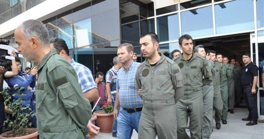 Darbeci askerlere sivil cezaevi yolu açılıyor