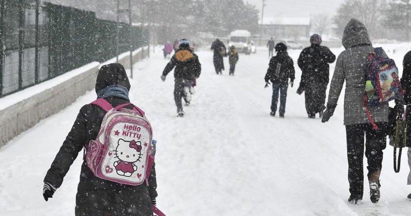İstanbul'da 1 Aralık Perşembe 2016 okullar tatil mi? Kar yağışı başladı. MEB'den kar tatili açıklaması...